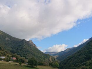 Área autocaravana en Gedrez «Área de Casa Funsiquín» en, Asturias