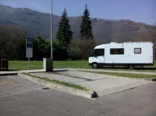 Área autocaravana en Pola de Laviana «Área de Pola de Laviana» en, Asturias