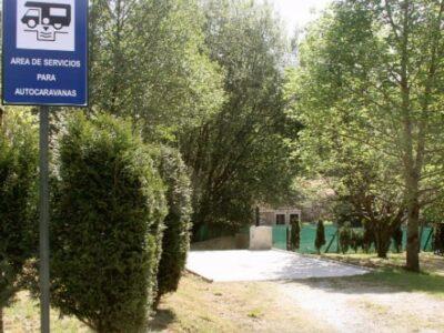 Área autocaravana en Pedroso «Área de Río Xuvia» en, A Coruña