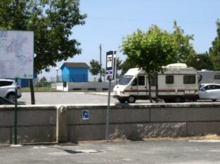 Área autocaravana en Milladoiro «Área de Milladoiro» en, A Coruña