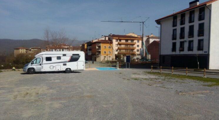 Área autocaravana en Etxarri Aranatz «Área de Etxarri Aranatz» en, Navarra