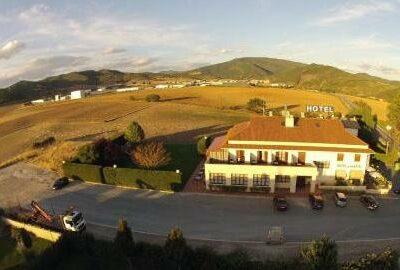 Área autocaravana en Ecay de Lónguida «Parking del Hotel Ekai» en, Navarra